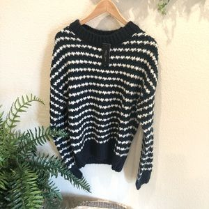 Romeo & Juliet couture knitted sweater Siz…